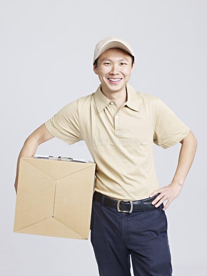 Portrait d'un livreur ou d'un moteur image stock