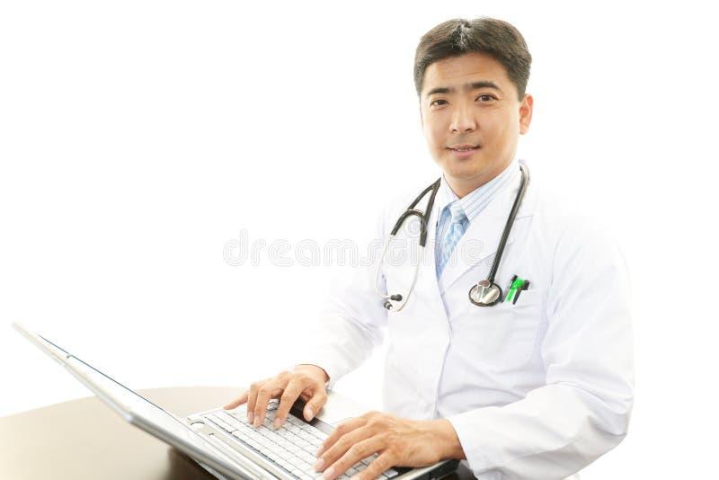 Portrait d'un médecin asiatique photo libre de droits