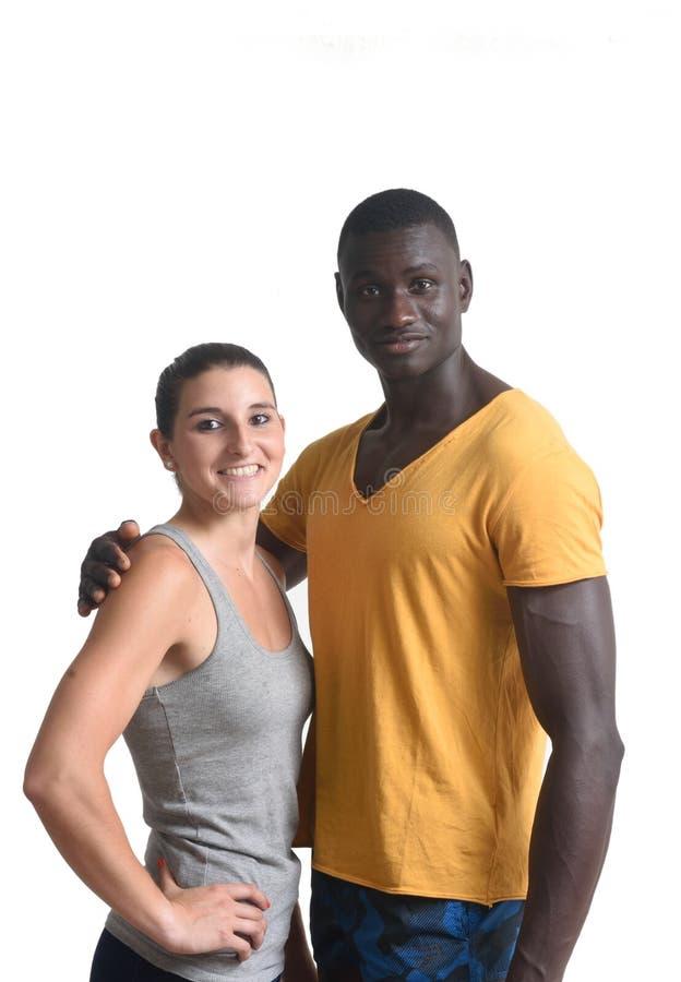 Portrait d'un métis de couples sur le blanc photos stock
