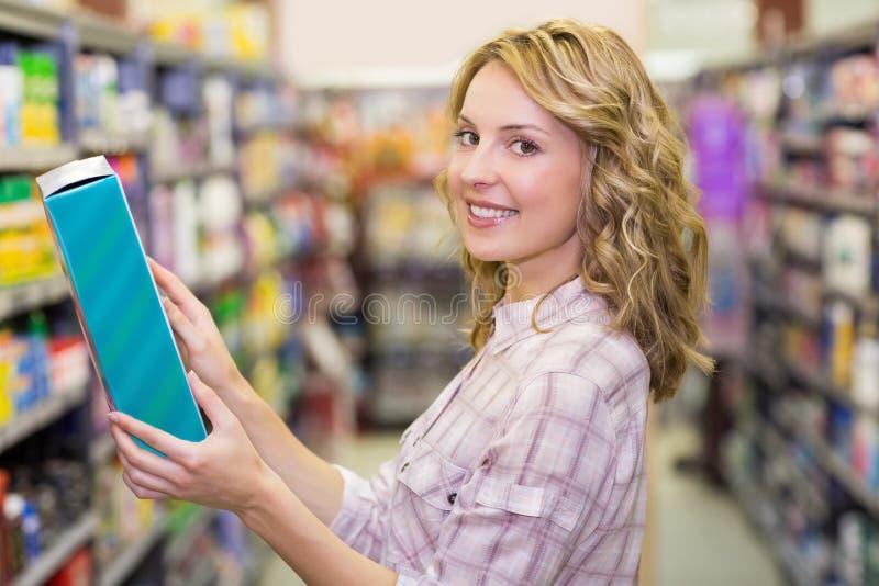 Download Portrait D'un Sourire Femme Assez Blonde Photo stock - Image du nourriture, personne: 56487298