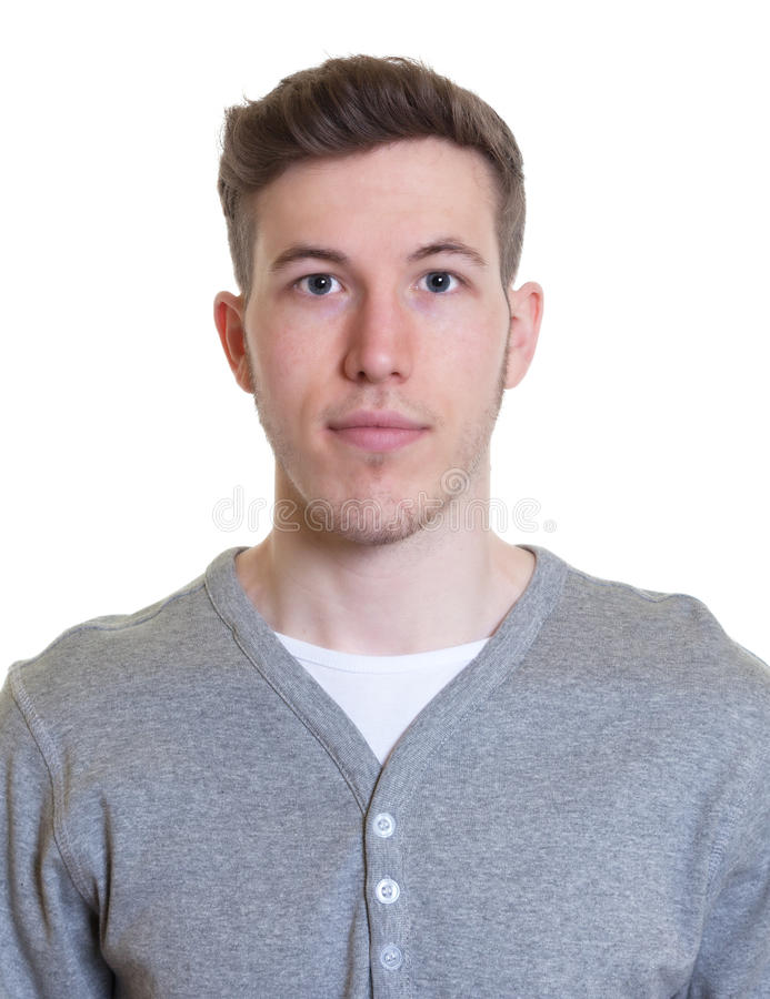 Portrait d'un type de sourire dans une chemise grise photographie stock libre de droits