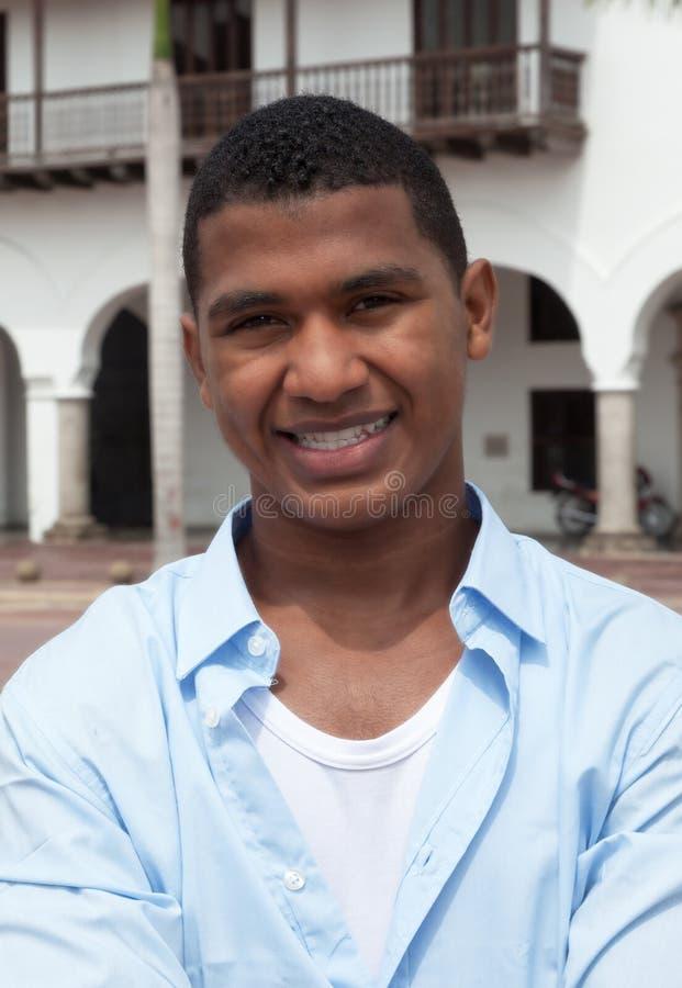 Portrait d'un type latin dans une ville coloniale images libres de droits
