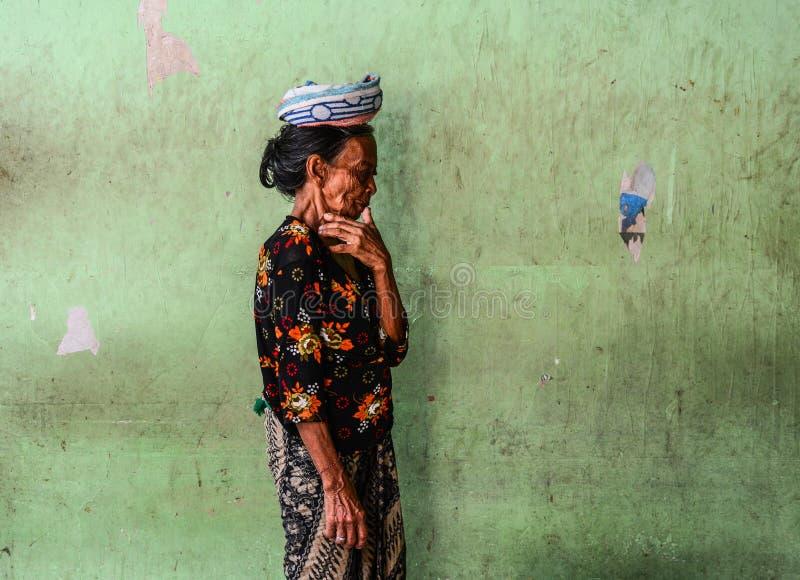 Portrait d'un vendeur dans Bali, Indonésie photos stock