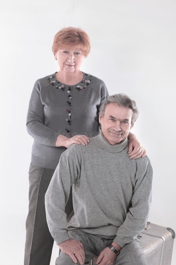 Portrait d'un vieux couple mignon D'isolement sur le fond blanc photographie stock libre de droits
