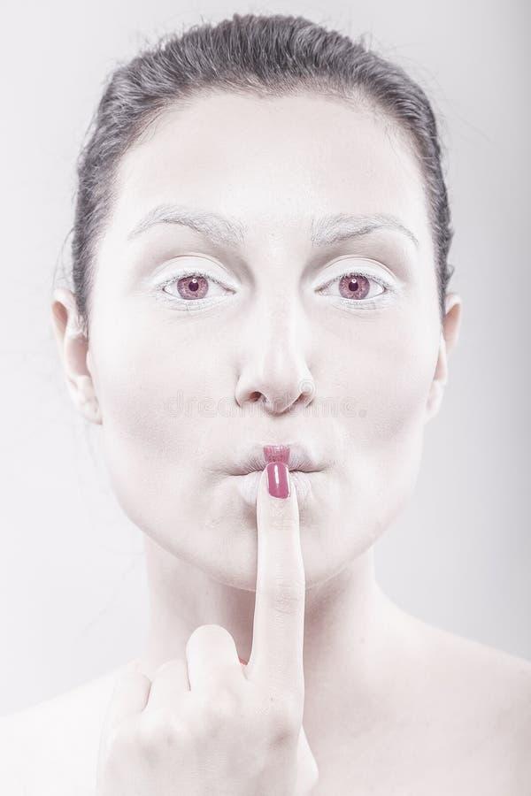 Portrait d'un visage pâle de femme images libres de droits