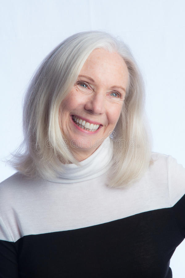 Portrait d'une belle femme plus âgée images stock