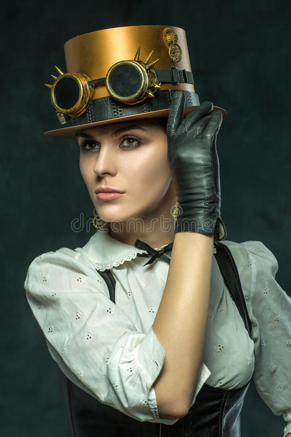 Portrait d'une belle fille de steampunk photo stock