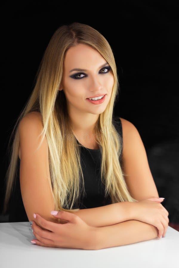 Portrait d'une belle jeune dame images libres de droits
