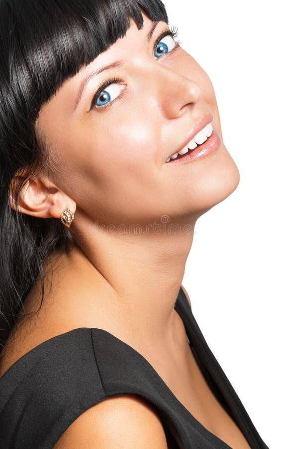 Portrait d'une belle jeune femme de sourire sur un backgroun blanc photographie stock