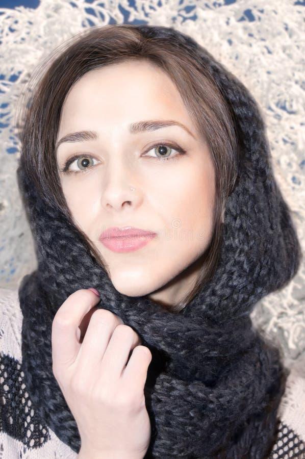 Portrait d'une belle jeune fille image stock