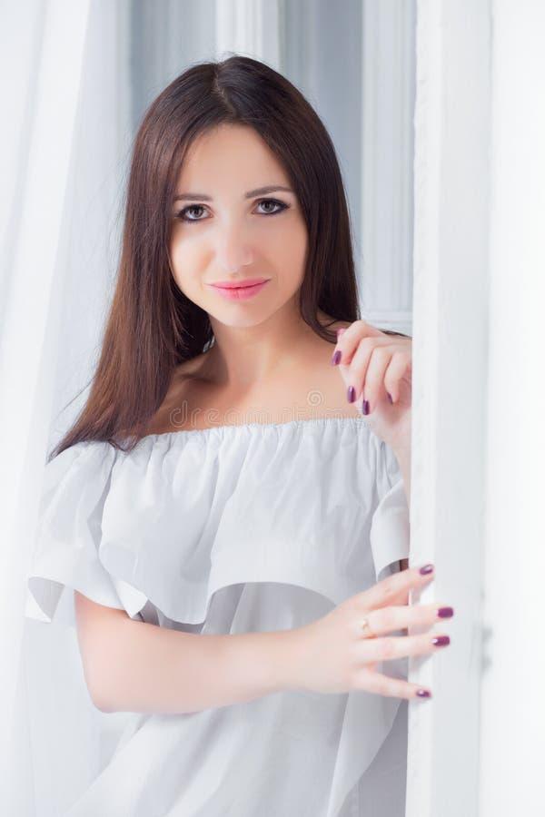 Portrait d'une dame avec du charme photographie stock