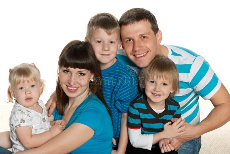 Portrait d'une famille heureuse photo stock