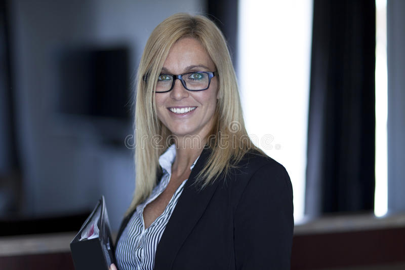 Portrait d'une femme d'affaires Working At Home télétravailler image libre de droits