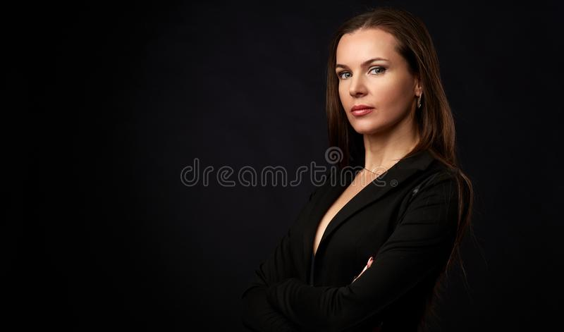 Portrait d'une femme smilling de brune photo libre de droits