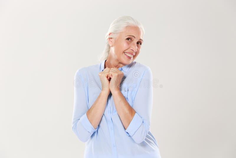 Portrait d'une femme supérieure sortie, regardant l'appareil-photo image libre de droits