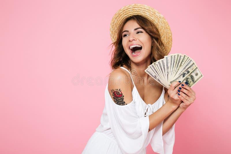 Portrait d'une fille attirante joyeuse photographie stock libre de droits