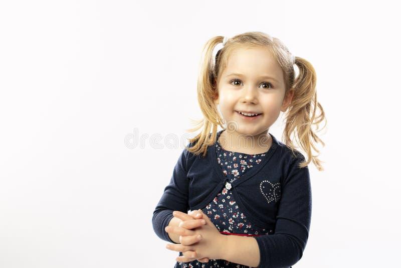 Portrait d'une fille blonde de 3 ans images stock