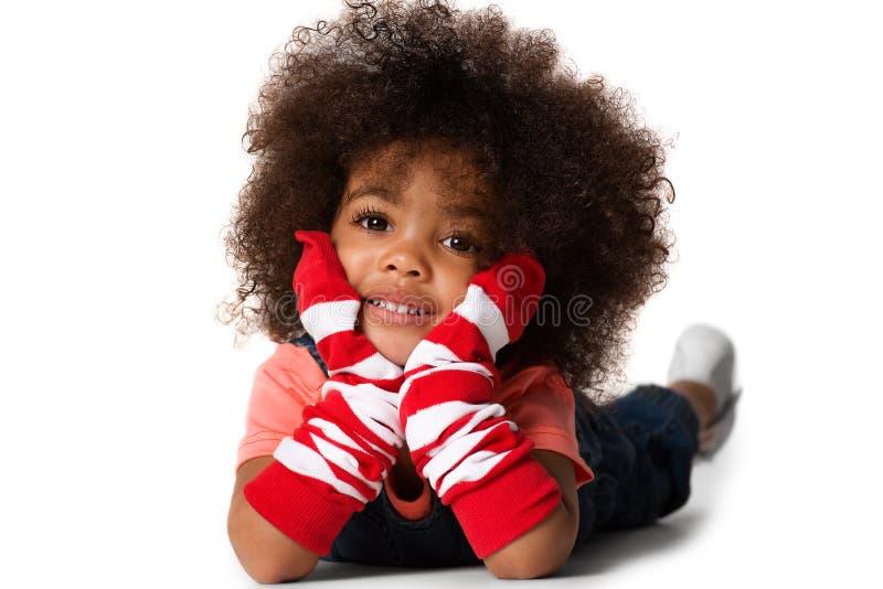 Portrait d'une fixation préscolaire de fille d'enfant Projectile de studio D'isolement images libres de droits