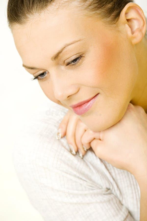 Portrait d'une jeune femme photo stock
