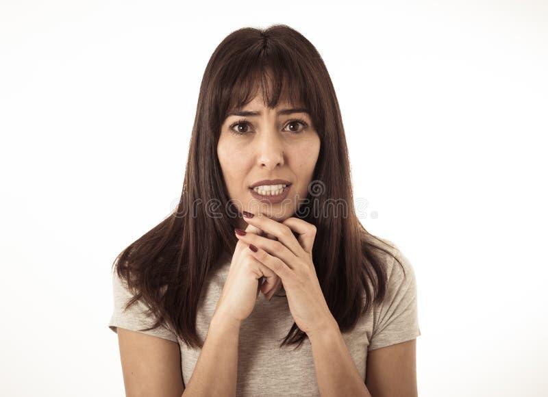 Portrait d'une jeune femme attirante semblant effrayée et choquée Expressions et émotions humaines photographie stock