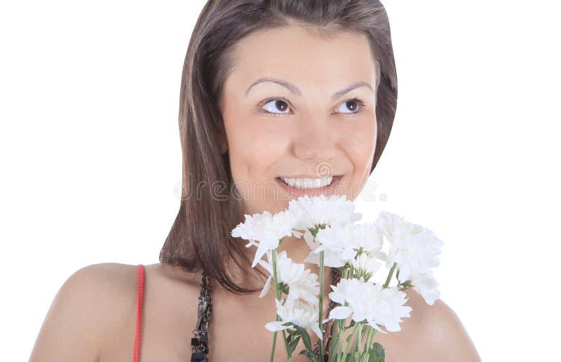 Portrait d'une jeune femme sexy avec une fleur blanche photographie stock