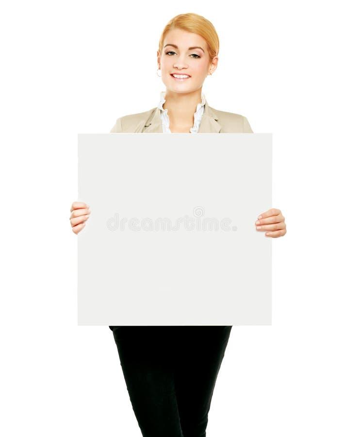 Portrait d'une jeune femme tenant la carte vierge - images libres de droits