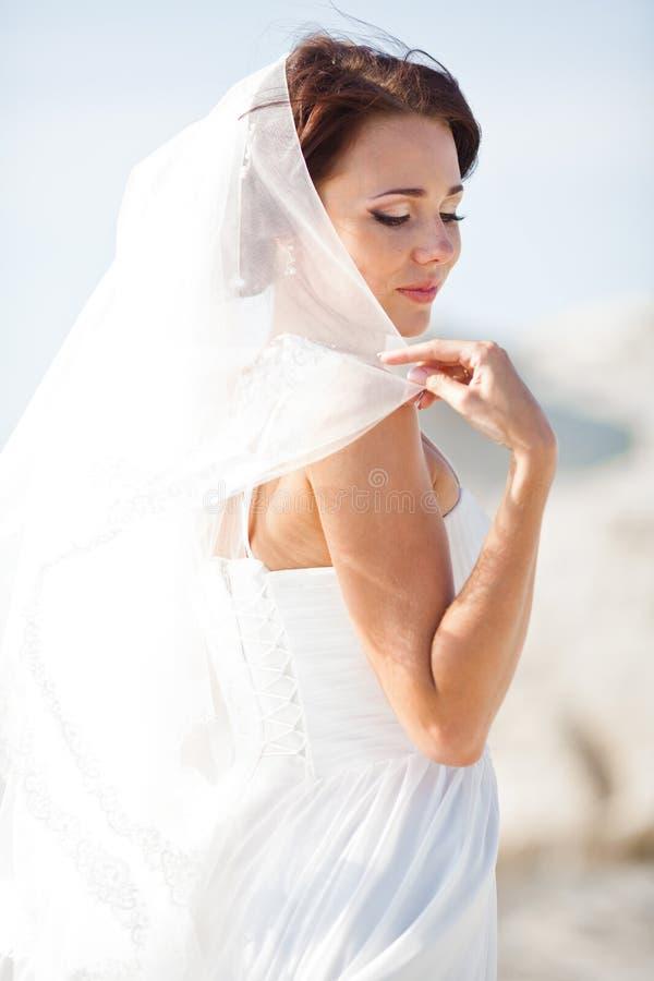Portrait d'une jeune mariée photos stock