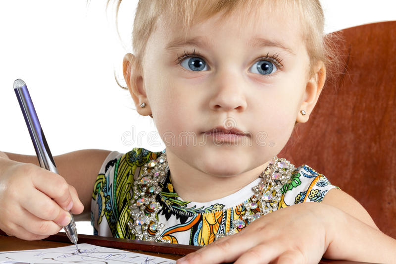 Portrait d'une petite fille écrivant photos libres de droits