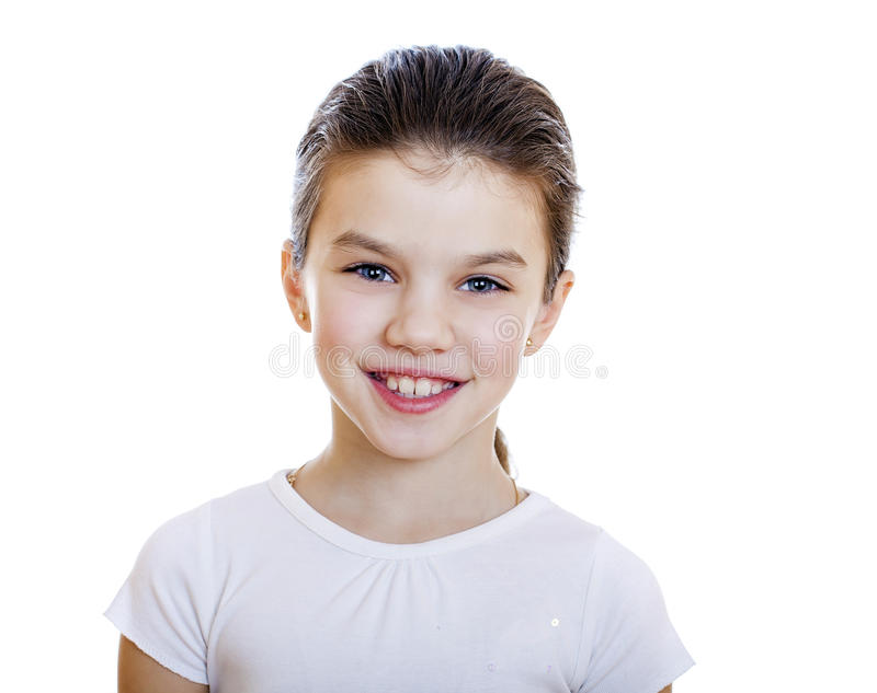 Portrait d'une petite fille avec du charme souriant à l'appareil-photo photo stock