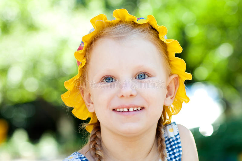 Petite fille avec plaisir photos libres de droits