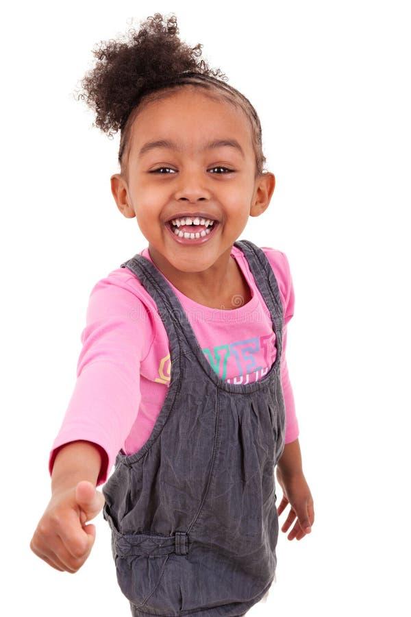 Portrait d'une petite fille d'afro-américain composant des pouces - photos libres de droits
