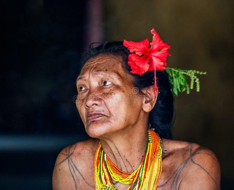 Portrait d'une tribu de Mentawai de dame âgée Plan rapproché photographie stock