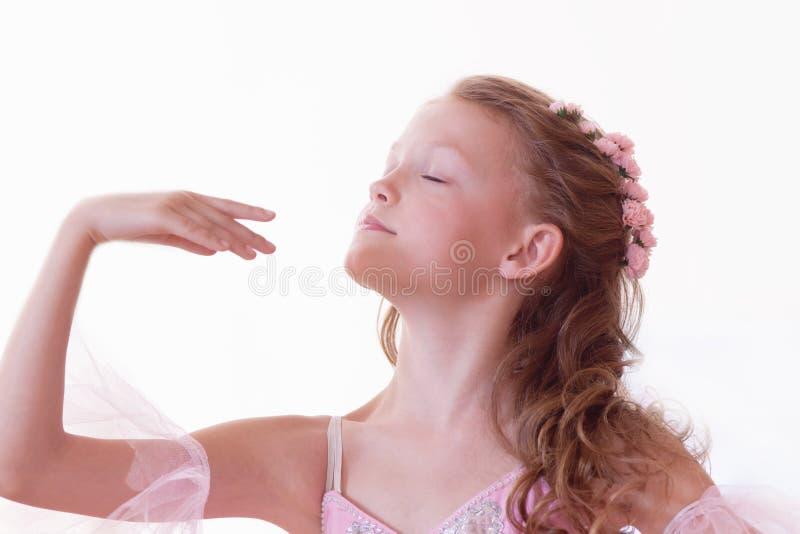 Portrait de ballerine gracieuse, d'isolement sur le blanc photographie stock libre de droits