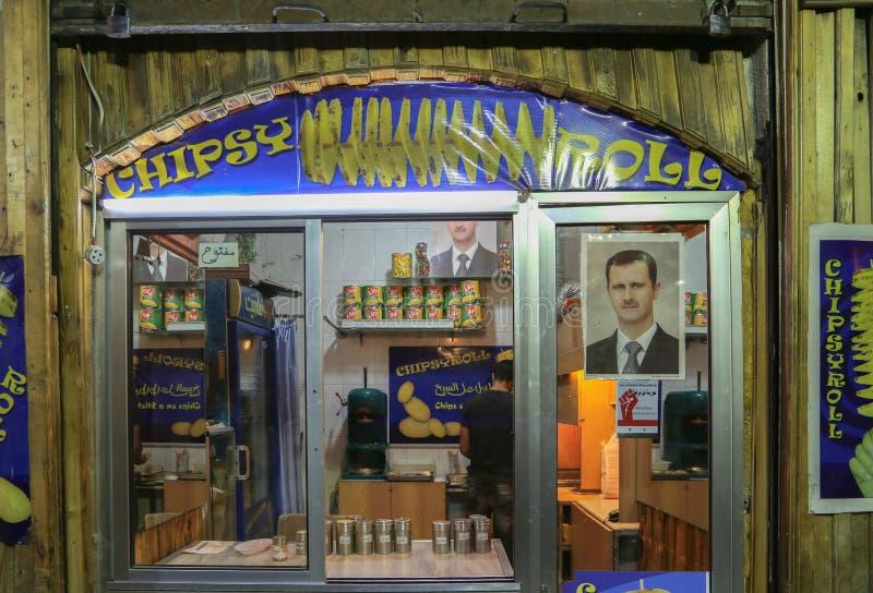 Portrait de Bashar Assad sur le marché du centre de Damas photos libres de droits