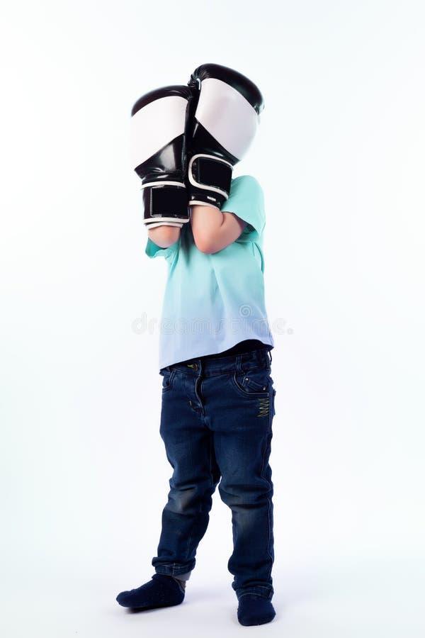 Portrait de beau garçon joyeux heureux photographie stock