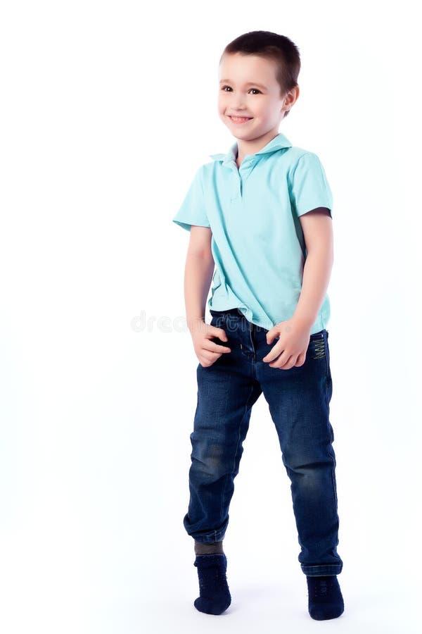 Portrait de beau garçon joyeux heureux image libre de droits