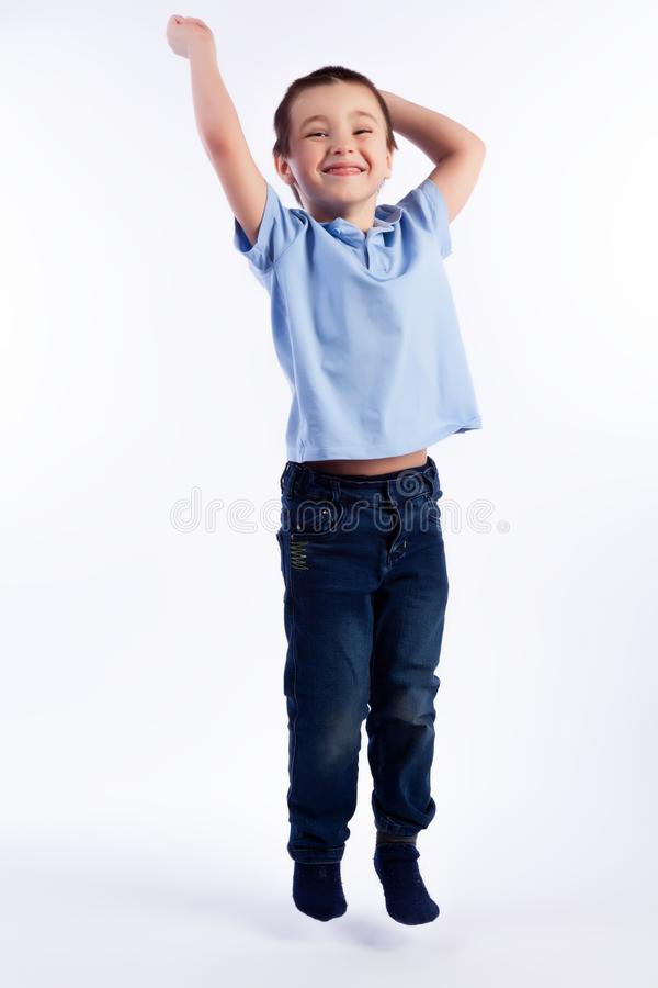 Portrait de beau garçon joyeux heureux photo libre de droits