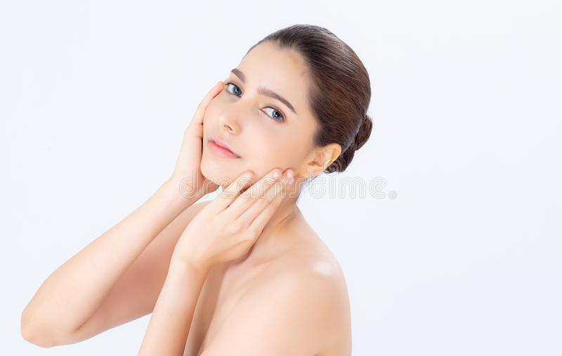 Portrait de beau maquillage de femme du cosmétique, de la joue de contact de main de fille et du sourire attrayants photographie stock
