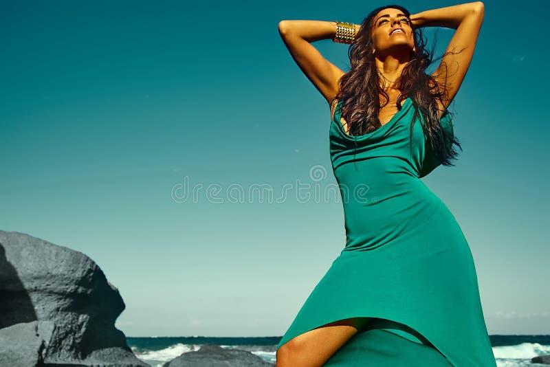 Portrait de beau modèle chaud caucasien sexy de fille de brune image libre de droits