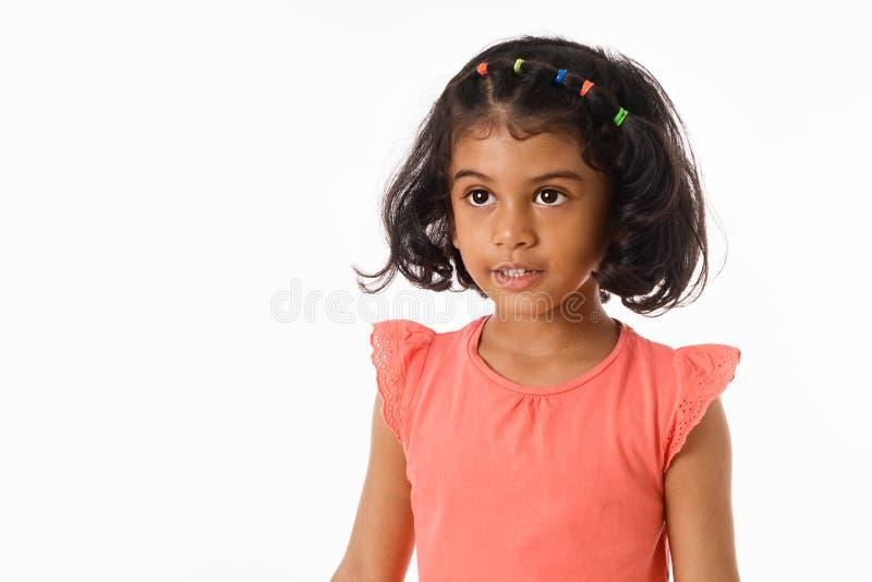Portrait de beau plan rapproché de petite fille D'isolement photographie stock libre de droits