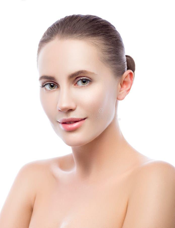 Portrait de beauté de belle jeune femme avec la peau propre parfaite Thérapie de station thermale photo stock