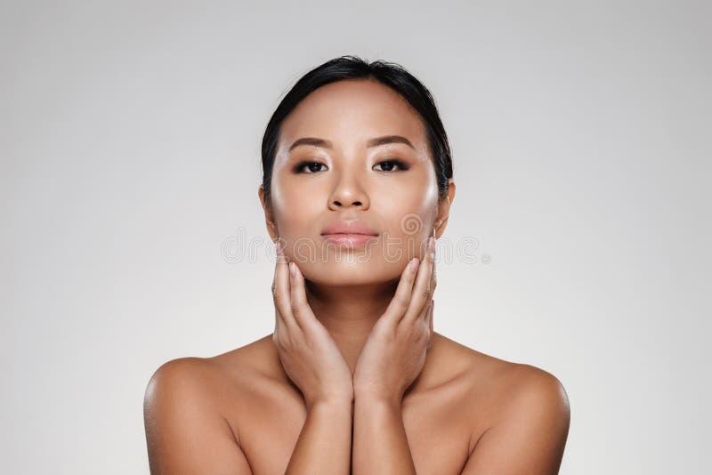 portrait de beaut d 39 une jolie demi femme asiatique nue image stock image du frais cosmetic. Black Bedroom Furniture Sets. Home Design Ideas