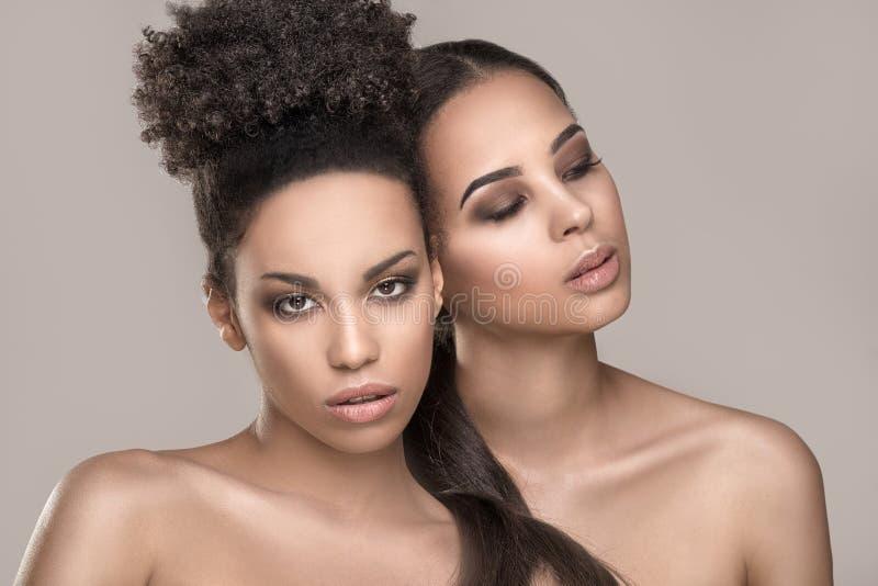 Portrait de beauté de deux filles d'afro-américain photo libre de droits