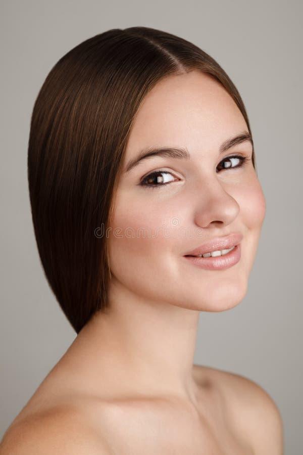 Portrait de beauté de jeune femme avec le maquillage naturel photo libre de droits