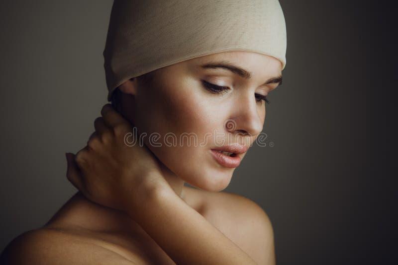 Portrait de beauté de jeune femme avec le maquillage naturel image stock