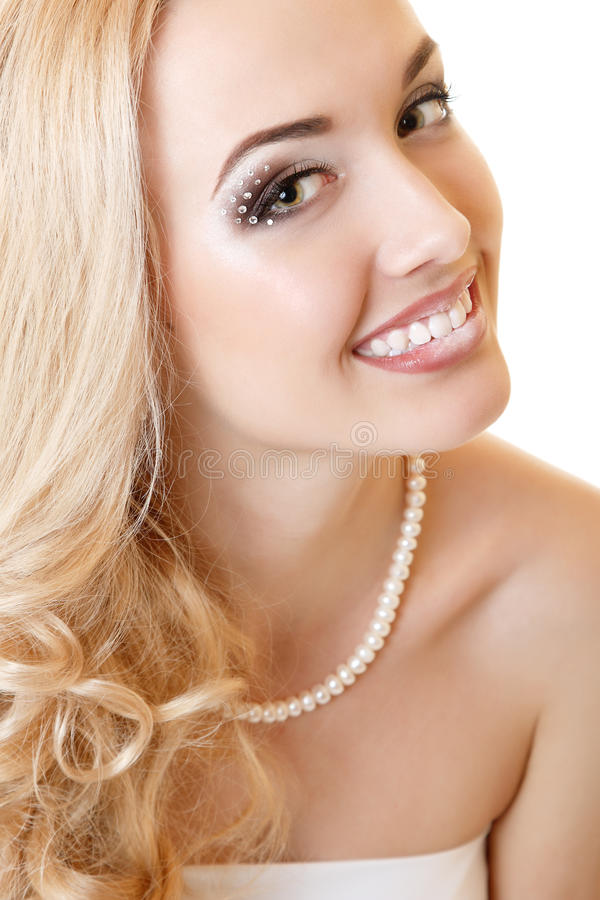 Portrait de beauté de jeune mariée de jeune femme image stock