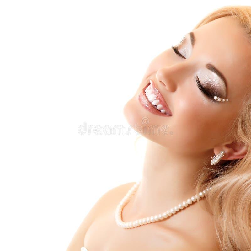 Portrait de beauté de jeune mariée de jeune femme photographie stock