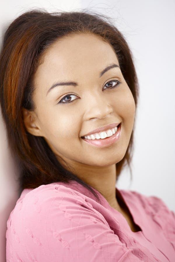 Portrait de beauté heureuse photographie stock libre de droits