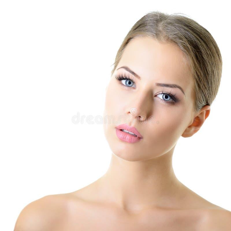 Portrait de beaut? de jeune femme avec le beau visage sain, goujon photos libres de droits