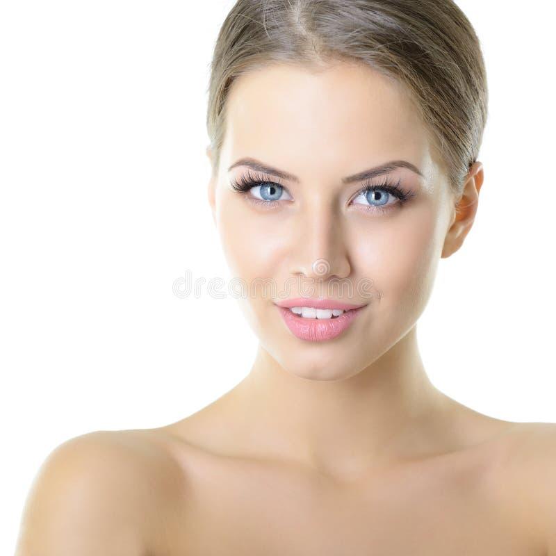 Portrait de beaut? de jeune femme avec le beau visage sain, goujon photo libre de droits
